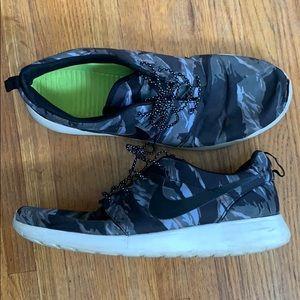 Nike Roshe Run Black Tiger Camo